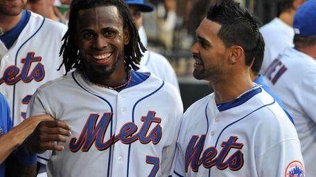 New York Mets' Jose Reyes (7) congratulates teammate
