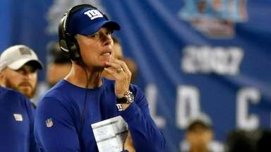 Giants head coach Pat Shurmur against the Eagles