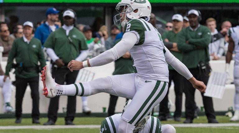 New York Jets kicker Jason Myers (2) watches