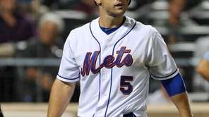 David Wright walks back to the Mets' dugout