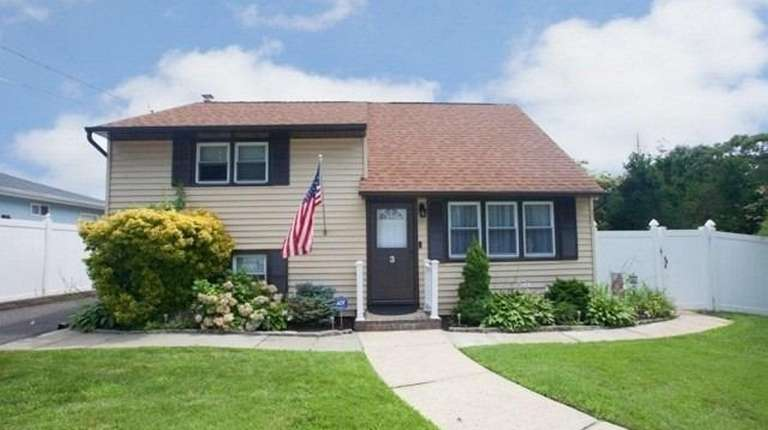 This Ronkonkoma split-level features three bedrooms and one