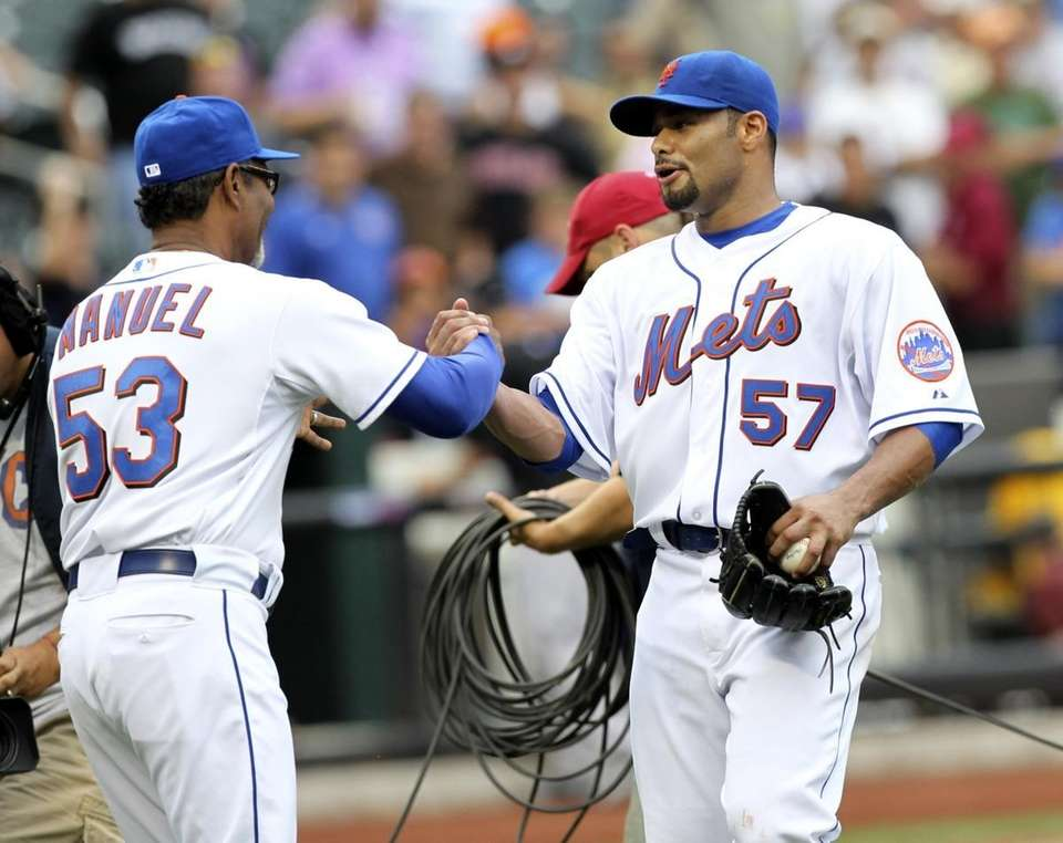New York Mets manager Jerry Manuel, left, greets