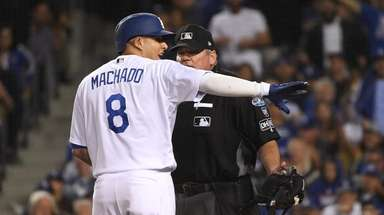 Manny Machado argues with plate umpire Hunter Wendelstedt