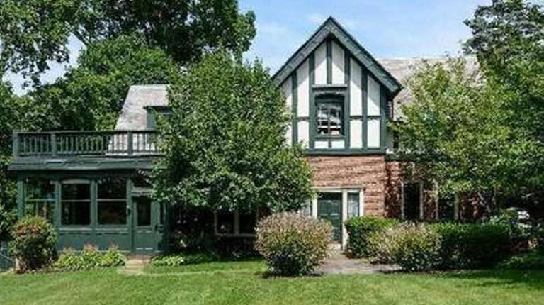 Fort Hill's carriage house is on the market