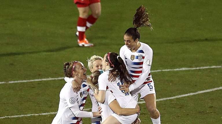 06bf6f25496 U.S. women s national team defeats Canada for CONCACAF title