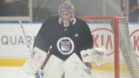 Alexandar Georgiev defends the net during a Rangers