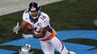 Broncos' wide receiver Bennie Fowler catches a ball