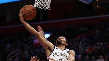 Spencer Dinwiddie drives to the basket during Nets'