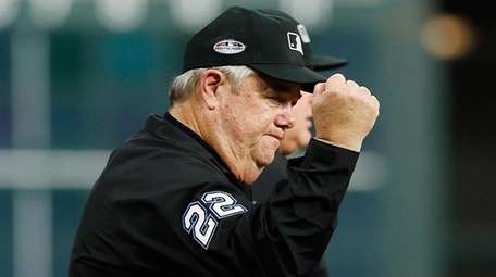 Umpire Joe West calls out Astros second baseman