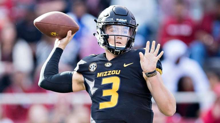 Drew Lock #3 of the Missouri Tigers throws