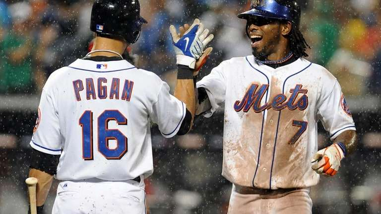 Jose Reyes high fives Angel Pagan at the