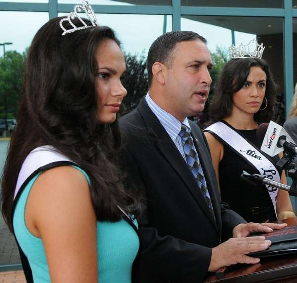 Flanked by newly crowned Miss Long Island 2011,