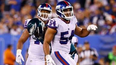 Giants defensive end Olivier Vernon celebrates after sacking