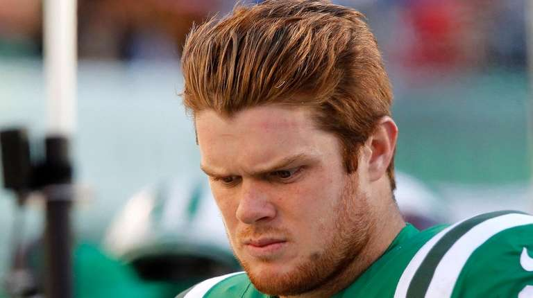 Jets quarterback Sam Darnold looks on from the