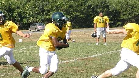 Stacey Bedell of Floyd uses his speed during