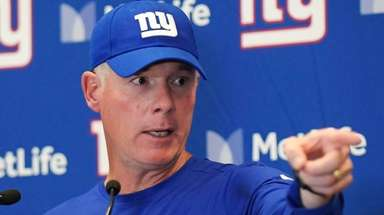 Giants coach Pat Shurmur at a news conference