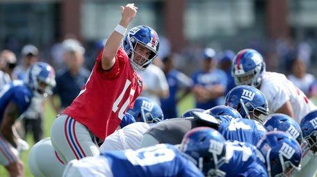 Giants quarterback Eli Manning motions at the line