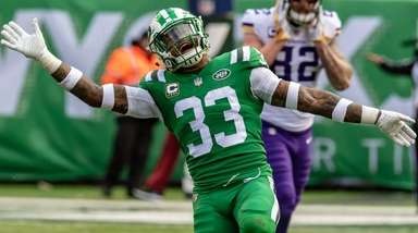 Jets' Jamal Adams celebrates a missed field goal