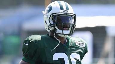 Jets safety Doug Middleton participates in a drill