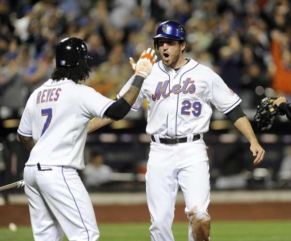 The Mets' Ike Davis gets congratulations from Jose