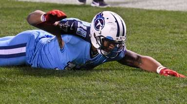 Titans wide receiver Rishard Matthews celebrates after scoring