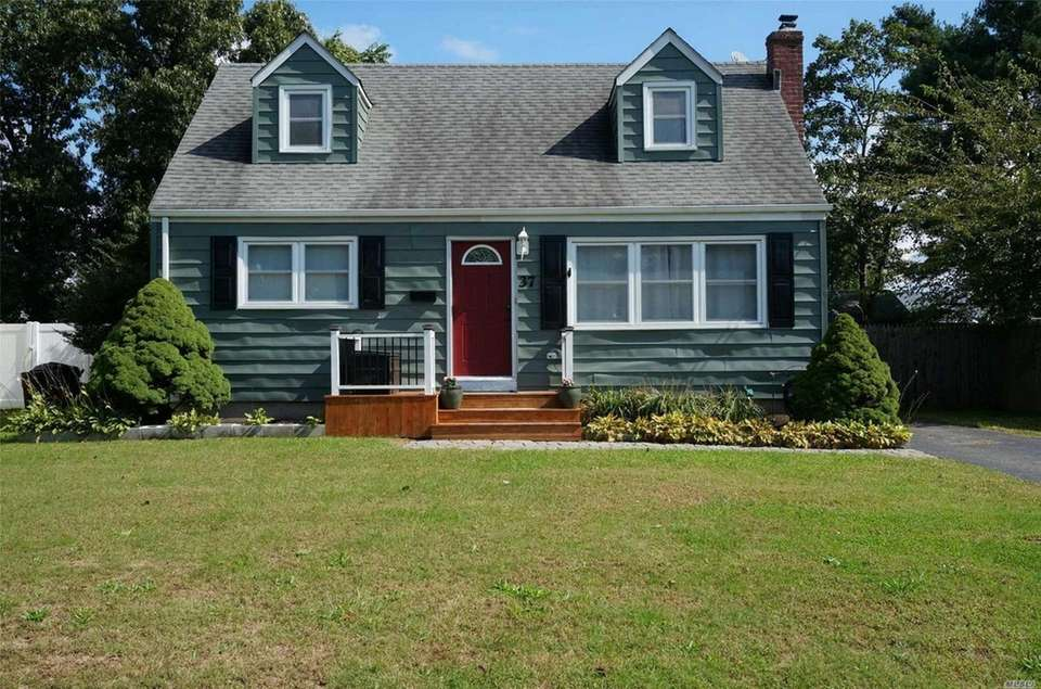 This Lake Ronkonkoma Cape includes four bedrooms and