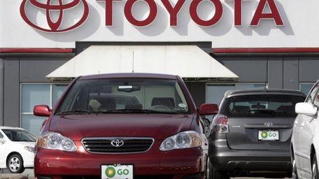 U S Safety Agency Steps Up Probe Of Toyota S Corolla Matrix Newsday