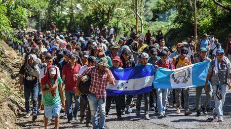 Honduran migrants take part in a new caravan