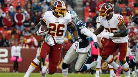 Washington Redskins running back Adrian Peterson (26) carries