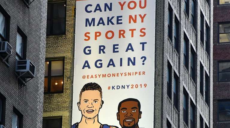 8a0bbe61cb2 Kevin Durant visits Garden  Knicks fans hope it s his home next year ...