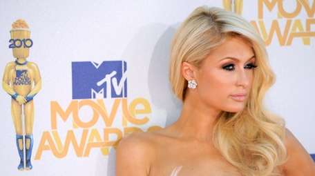 Paris Hilton arrives at the MTV Movie Awards