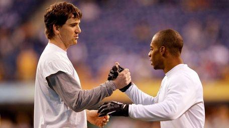 Giants quarterback Eli Manning and receiver Victor Cruz