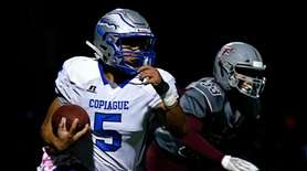 Victor Gamarra #5 of Copiague runs the ball