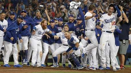 The Los Angeles Dodgers celebrate after Max Muncy's