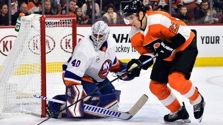 New York Islanders goaltender Robin Lehner looks for