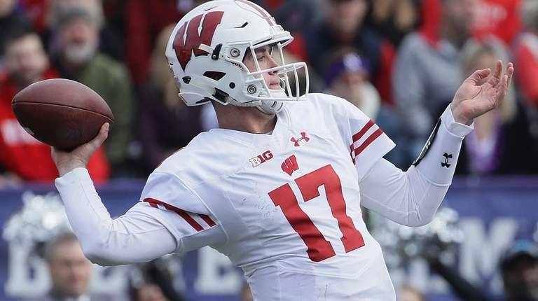 Sayville S Jack Coan Gets First Start For Wisconsin Newsday