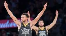 Golden State Warriors guard Stephen Curry (30) and