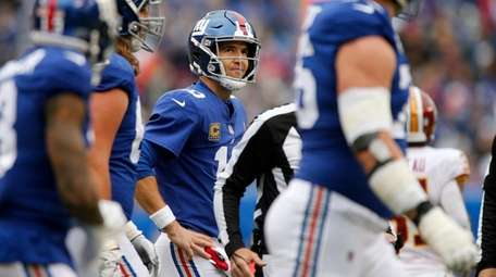 Giants quarterback Eli Manning looks on after throwing