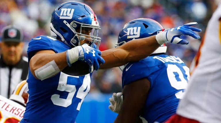 Olivier Vernon of the New York Giants runs