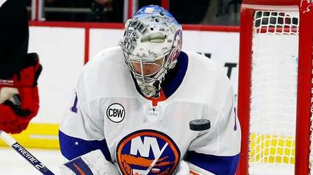 Islanders goaltender Thomas Greiss blocks a shot by