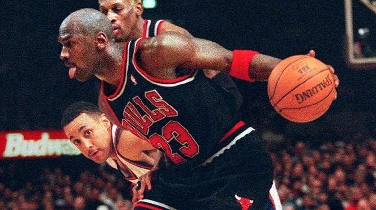 The Bulls' Michael Jordan drives past the Knicks'