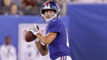 Giants rookie quarterback Kyle Lauletta drops back to