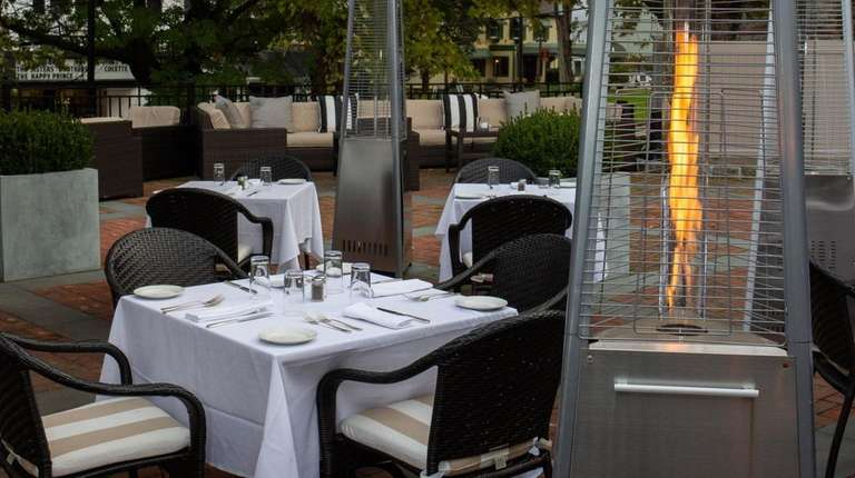 Heat lamps stretch the outdoor dining season at