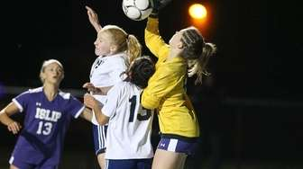 Islip's Kelsey Scheidel (98) makes a save off