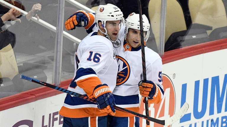 Islanders left wing Andrew Ladd (16) celebrates with