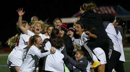 Syosset celebrates its victory against East Meadow in