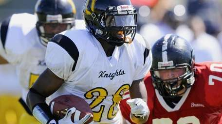 Uniondale's William Stanback carries the ball during Syosset's