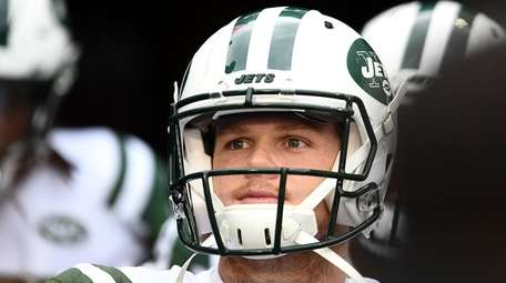 Jets quarterback Sam Darnold comes out to the