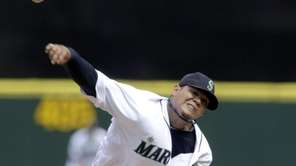 Seattle Mariners starting pitcher Felix Hernandez throws against