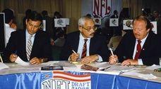 Former Buffalo Bills linebacker Paul Maguire (R) works